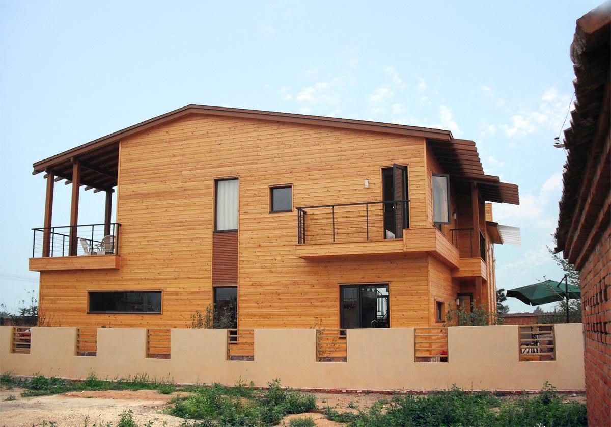 木结构的组装区别于中国传统榫卯构造,施工简单,速度非常快.